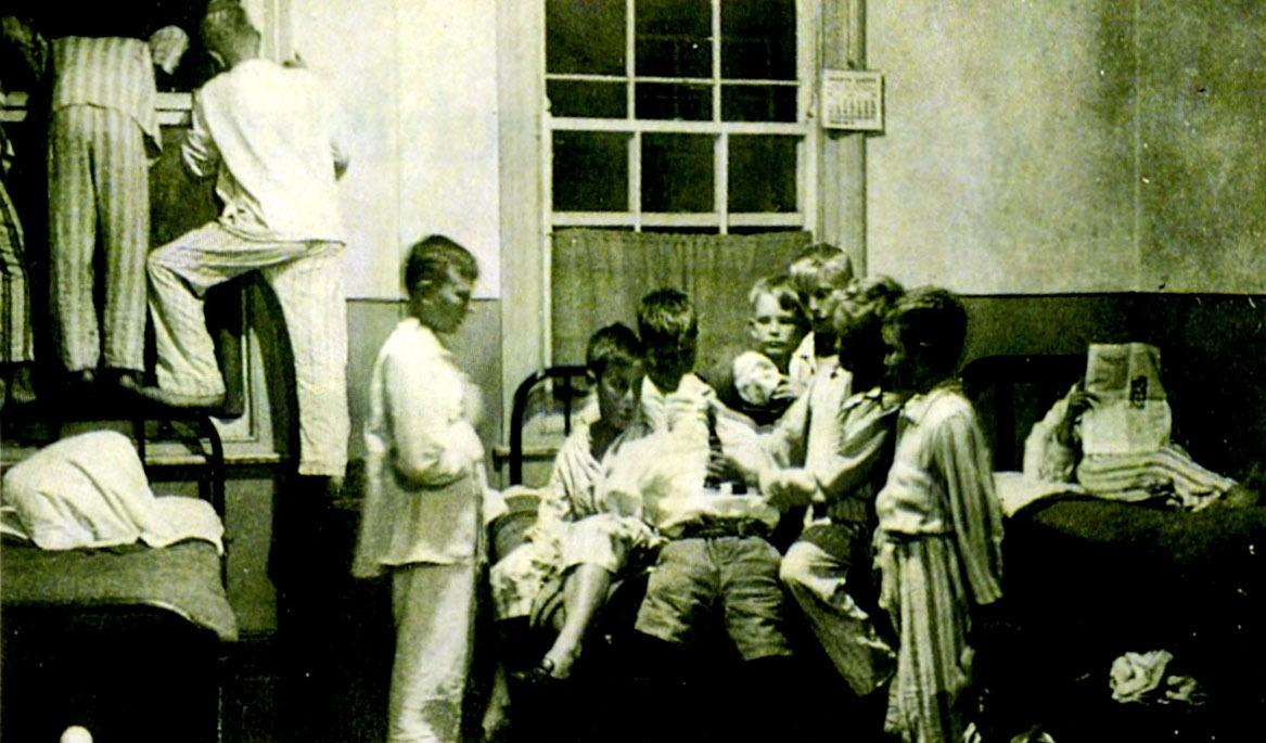 Guy Fawkes Night in the Boarding Establishment – 1920s