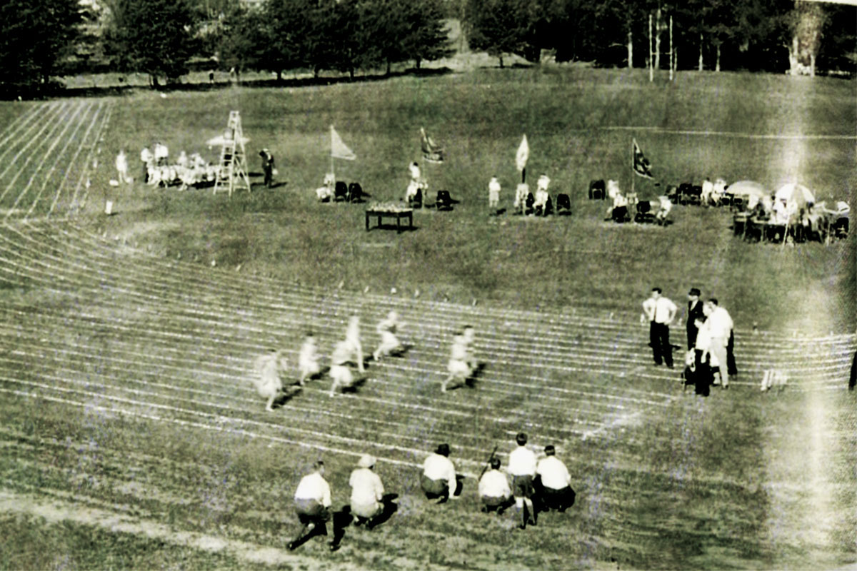 On the Bulwer Street sports grounds Merchiston held its first Sports Day – 1952